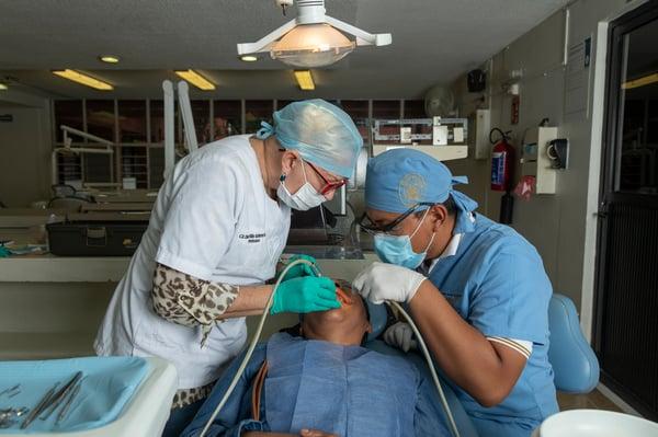 cuanto-gana-un-dentista-urse